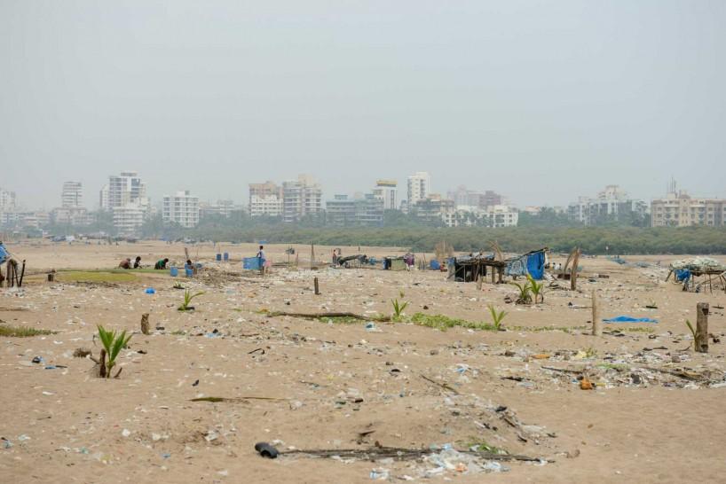 Mumbai : Juhu Beach : October 2012 : Juhu trash