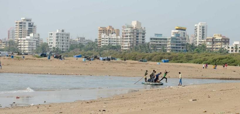Mumbai : Juhu Beach : October 2012 : raft