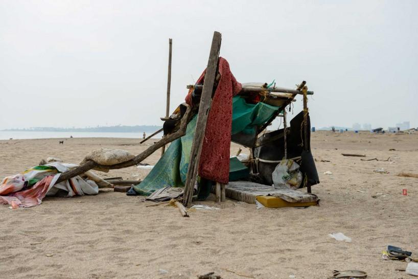 Mumbai : Juhu Beach : October 2012 : shelter