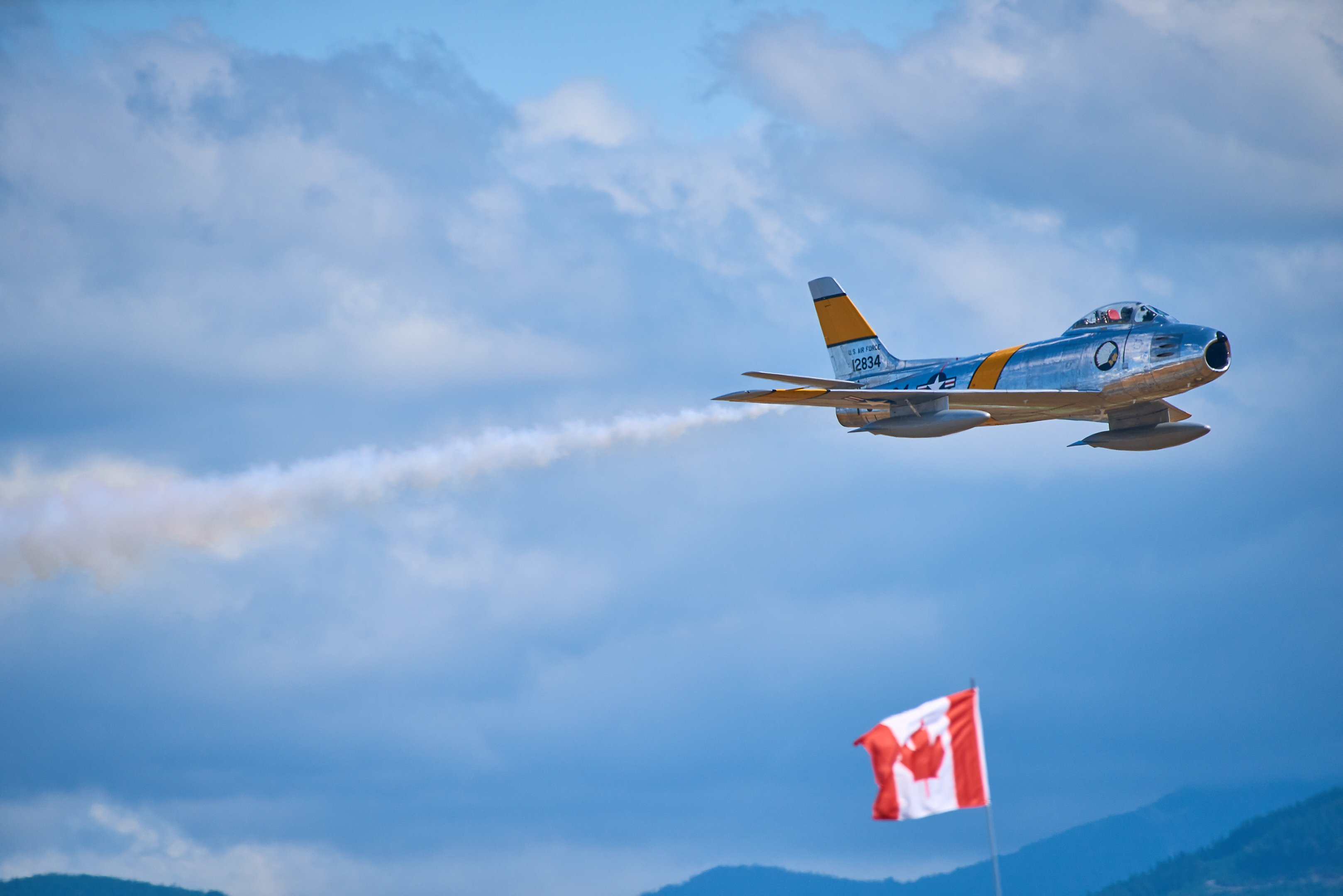 Abbotsford Airshow : 2017-08-13 : Jet Demo with flag