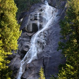 Shannon Falls, Squamish, BC : 2012-09-13 : Nikon D800 with Nikkor 24-70 f/2.8 lens, B+W Polarizing Filter