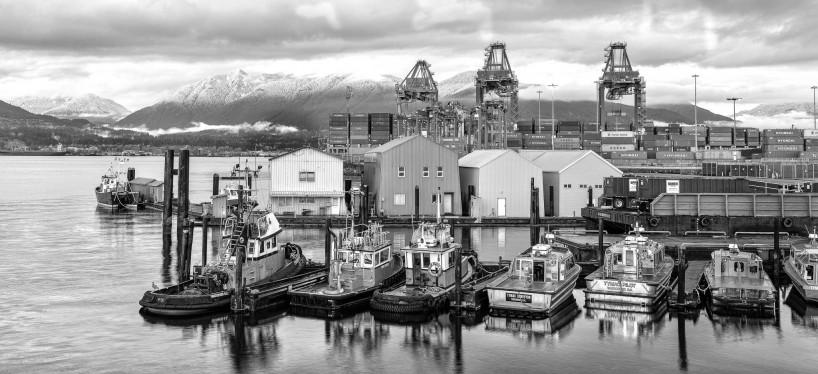 Vancouver : Portside / Crab Park : Vanterm TSI Terminal black & white : 2012-11-21