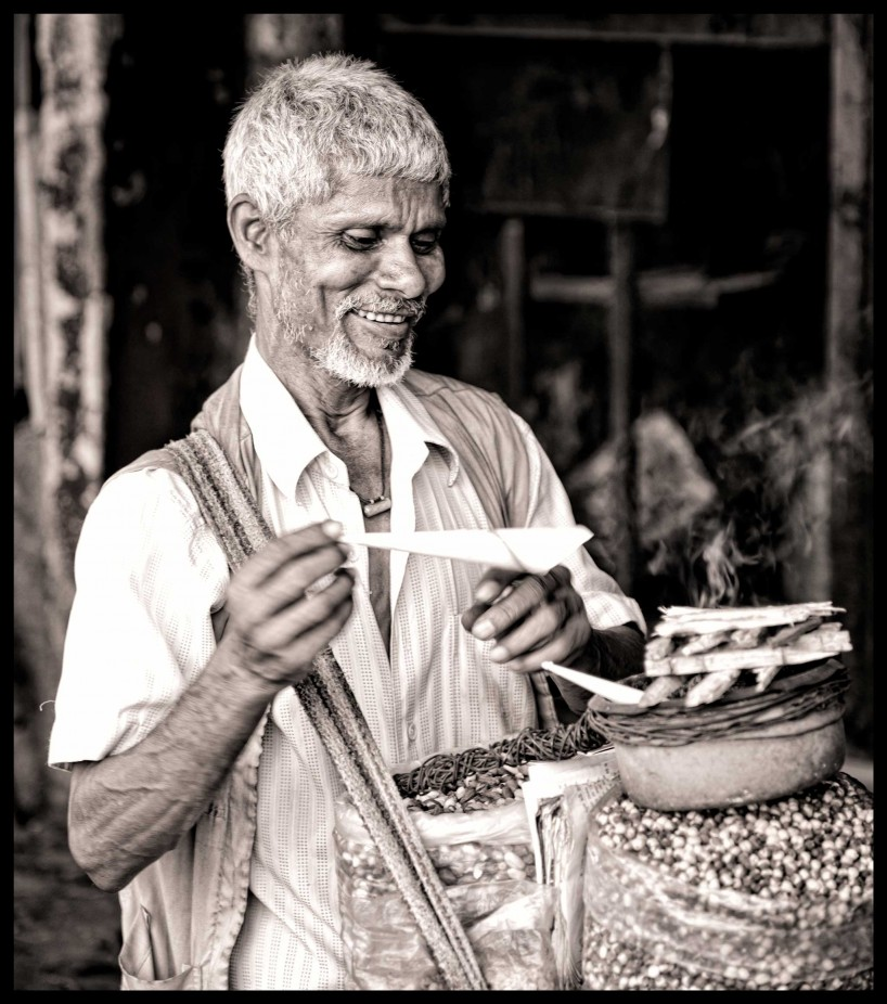 2012 Oct : Mumbai India Visit : Selling Nuts